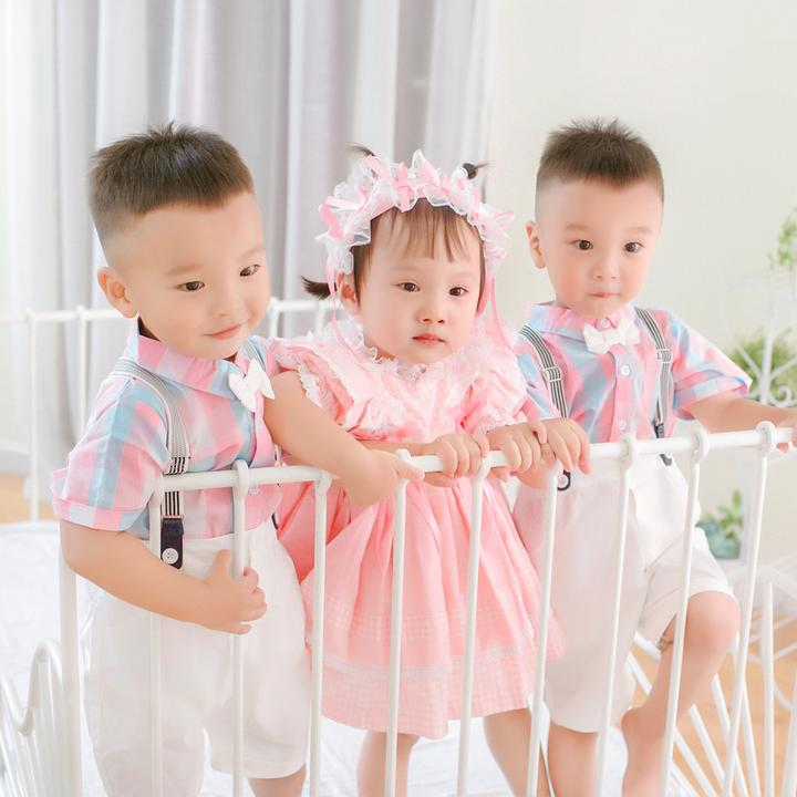 三胞胎佑佑妍妍和小辰